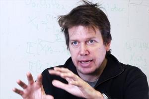 Angriper människans största frågor med matematik